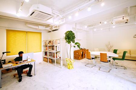 友田デザイン事務所のオフィス内