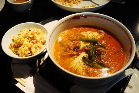 海華の担々麺
